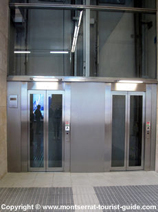 The lift at Montserrat rack railway station